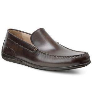 Ecco | Classic Brown Moc Toe Slip On Loafers 41